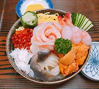 海鮮丼(みそ汁・漬物付)